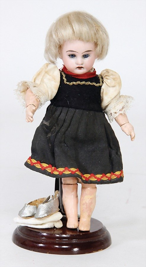 ARMAND MARSEILLES doll with porcelain head, marked