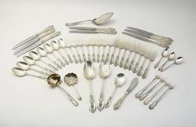 WALLACE ROSE POINT STERLING FLATWARE SERVICE