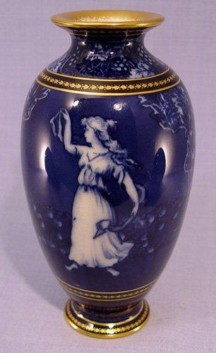 8: DOULTON MORRISIAN ART NOUVEAU FLOW BLUE VASE