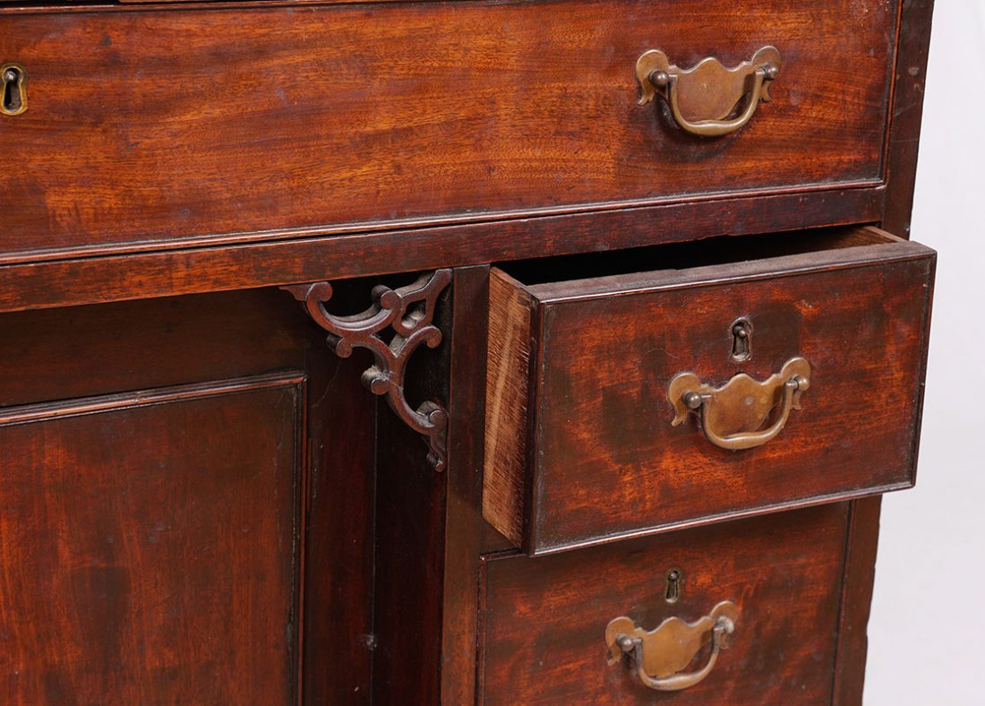18TH CENTURY CHIPPENDALE KNEEHOLE DESK - 3
