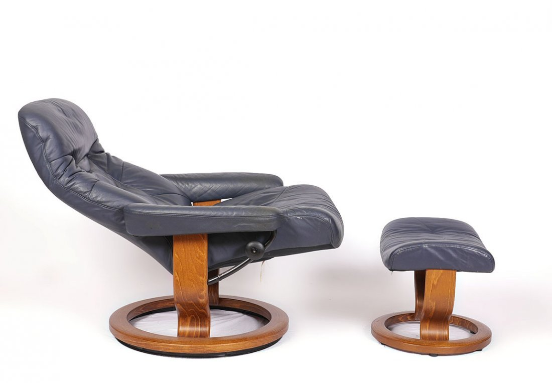 LEATHER EKORNES STRESSLESS RECLINER AND OTTOMAN - 2