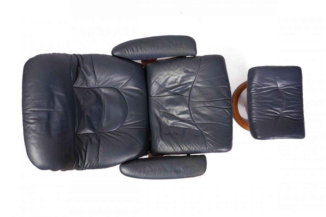LEATHER EKORNES STRESSLESS RECLINER AND OTTOMAN - 3
