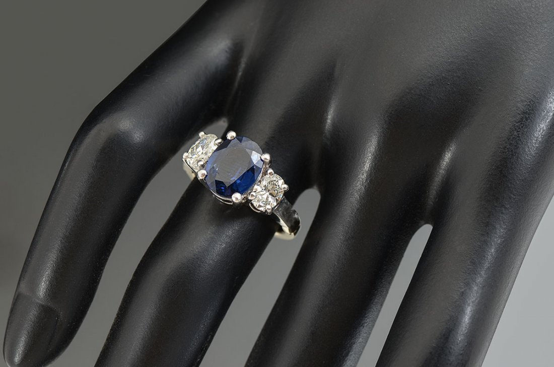 CLASSIC PLATINUM CEYLON SAPPHIRE & DIAMOND RING - 2