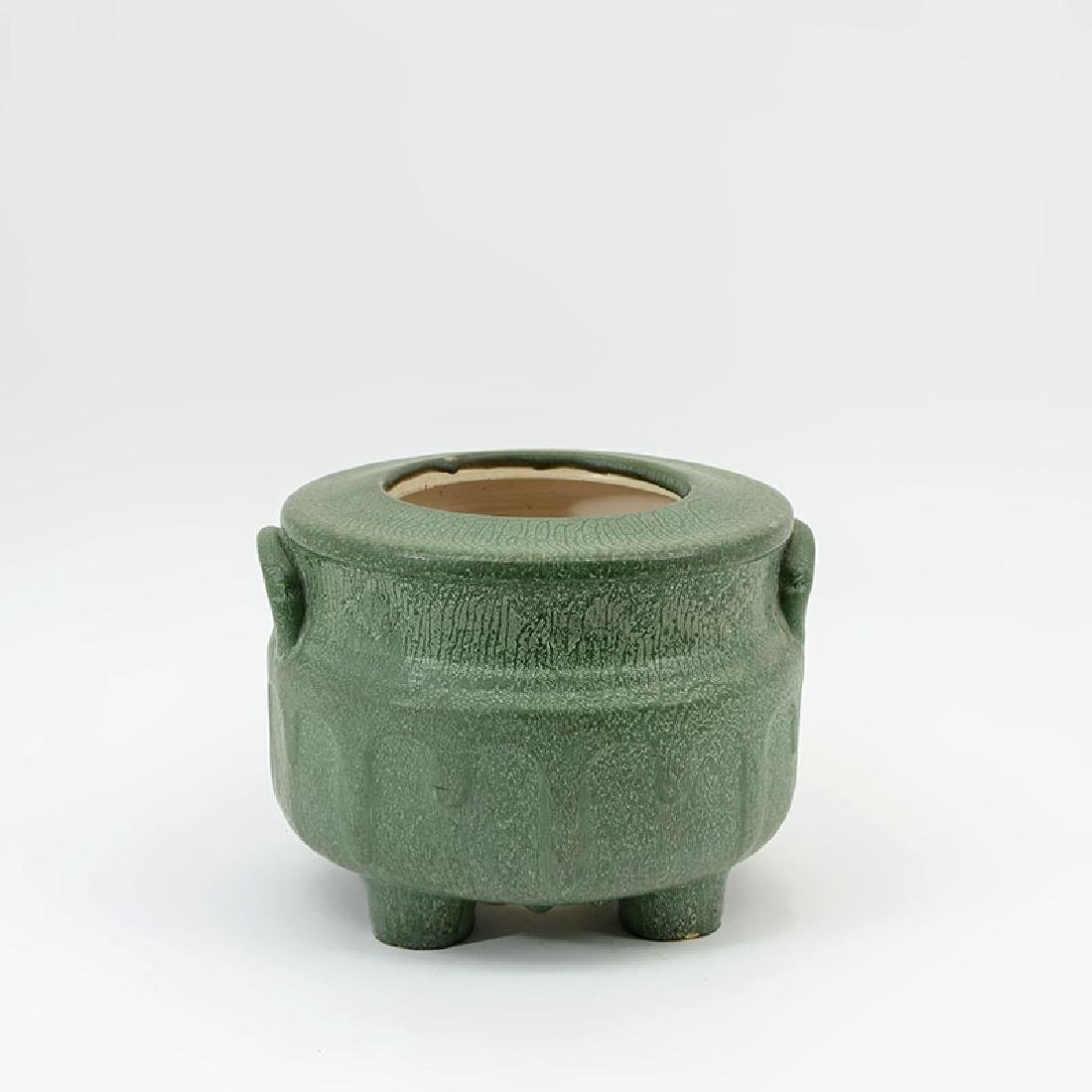 HAMPSHIRE POTTERY MATTE GREEN PLANTER / JARDINIERE