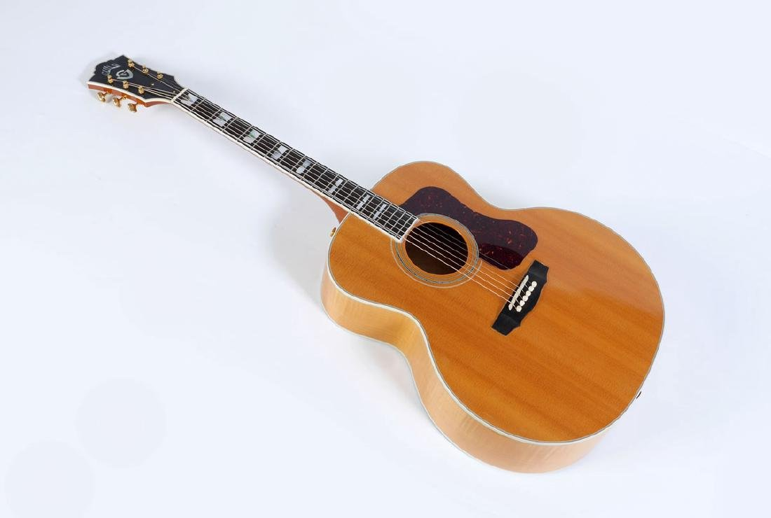 GUILD F50 JUMBO ACOUSTIC GUITAR WITH CASE