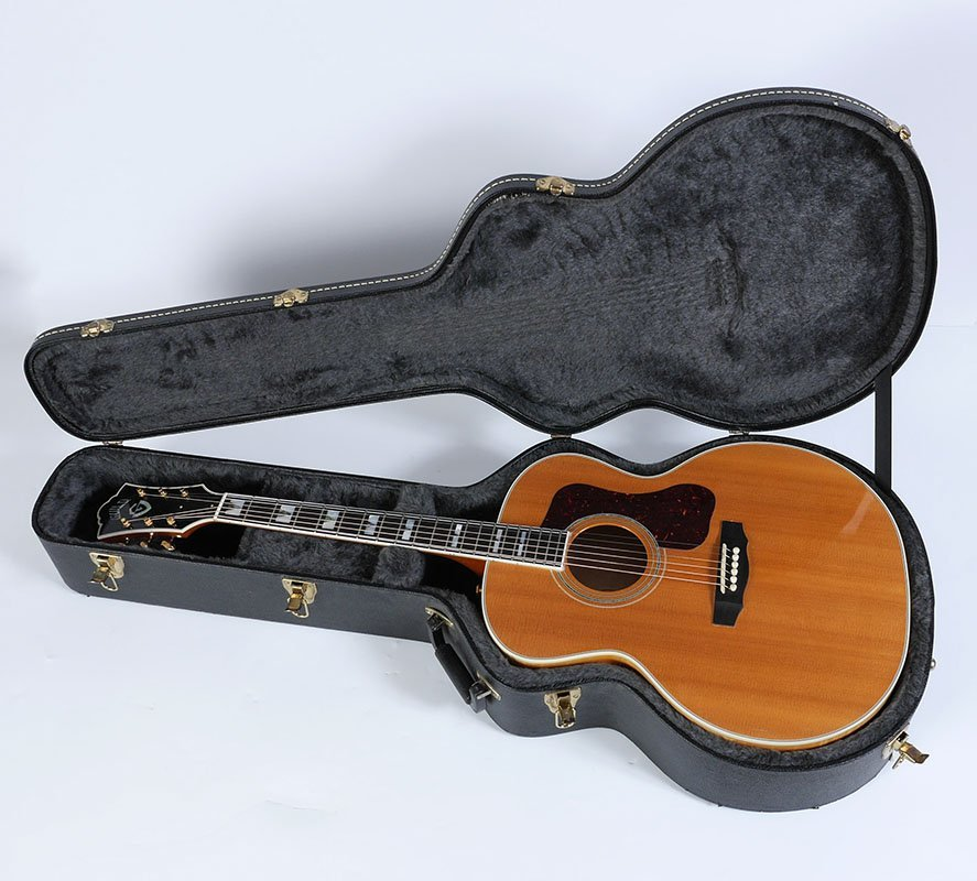 GUILD F50 JUMBO ACOUSTIC GUITAR WITH CASE - 2