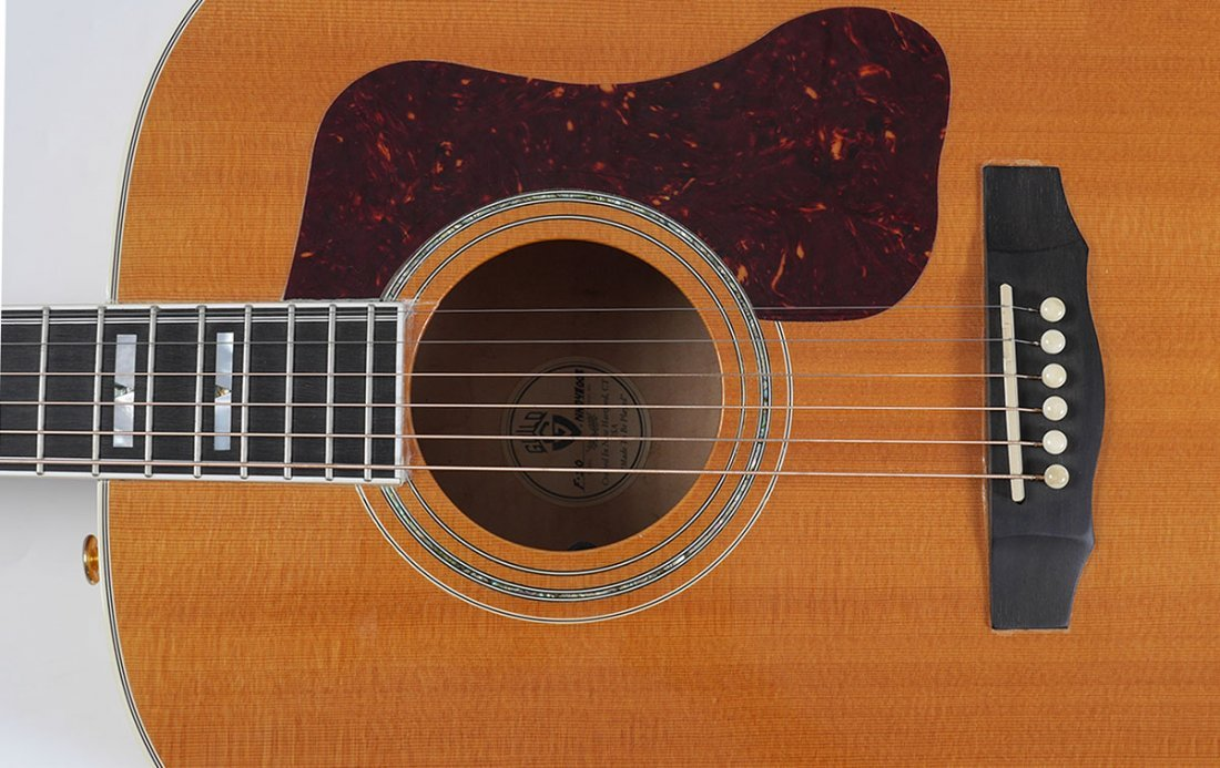 GUILD F50 JUMBO ACOUSTIC GUITAR WITH CASE - 3