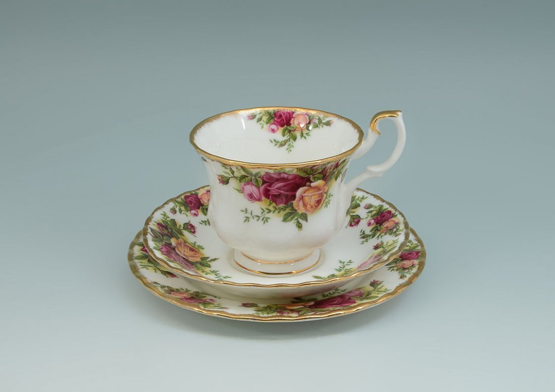 ROYAL ALBERT OLD COUNTRY ROSES TEA SERVICE - 3