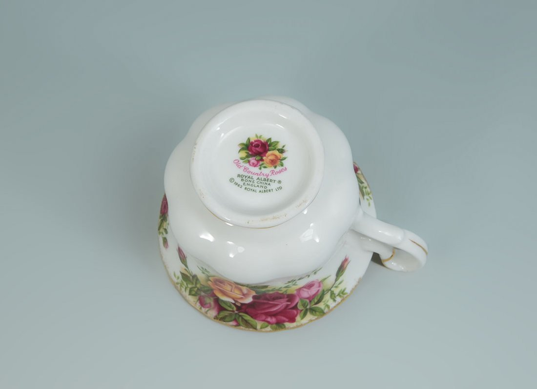ROYAL ALBERT OLD COUNTRY ROSES TEA SERVICE - 6