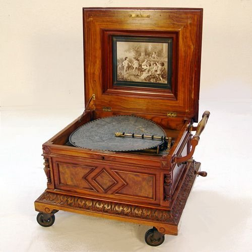 3: VERY FINE POLYPHON DISC MUSIC BOX WITH 25 DISCS