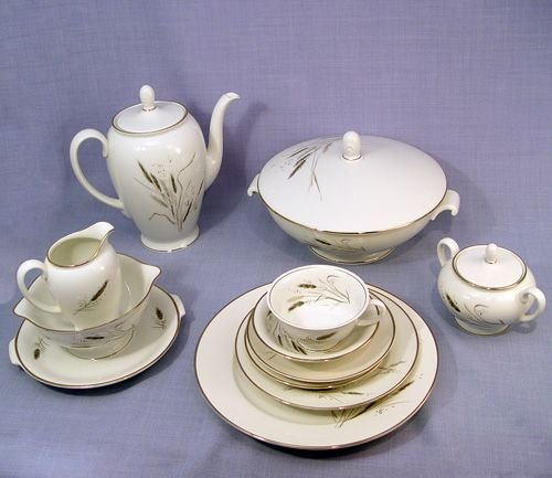 38A: AIDA ROSENTHAL FINE CHINA SERVICE FOR 12