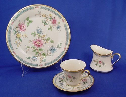 1012: LENOX MORNING BLOSSOM FINE CHINA SERVICE FOR 12