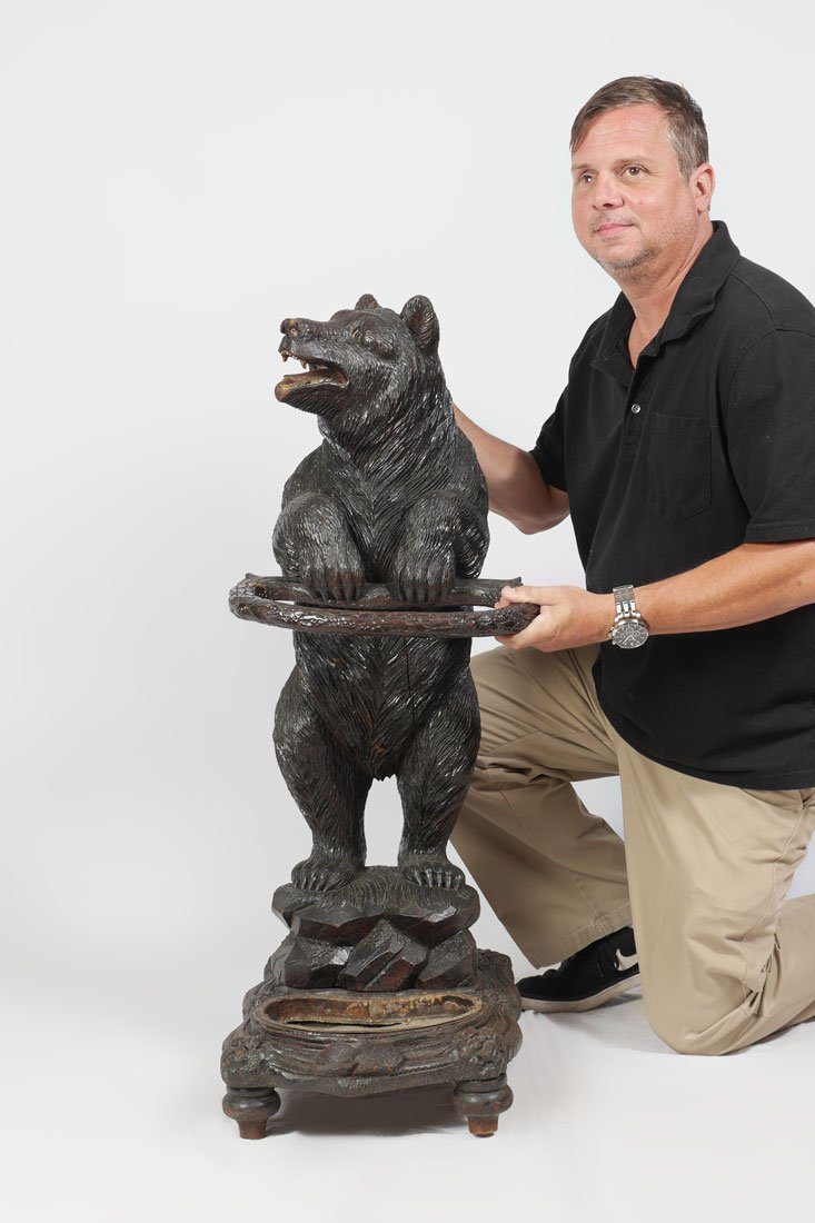 BLACK FOREST CARVED FIGURAL BEAR UMBRELLA STAND