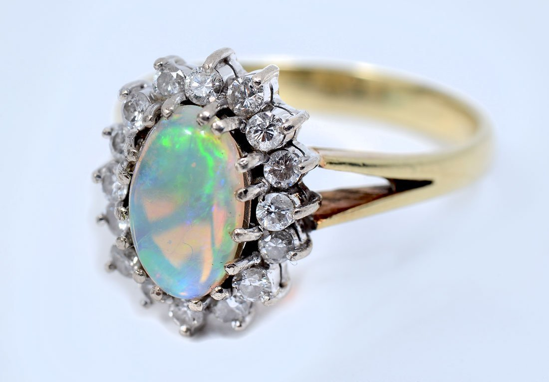 VINTAGE 14K GOLD DIAMOND AND OPAL RING