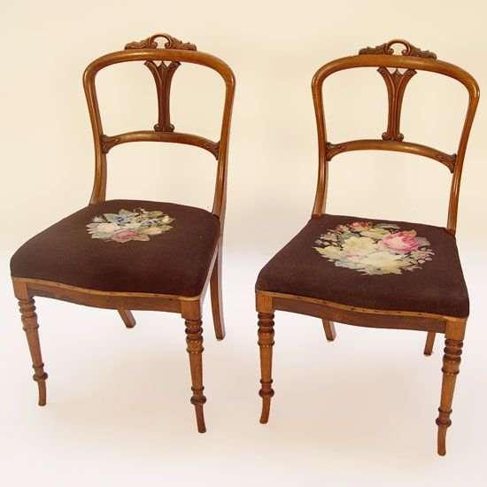 1013: PR  FINE PETITE VICTORIAN MAHOGANY SIDE CHAIRS