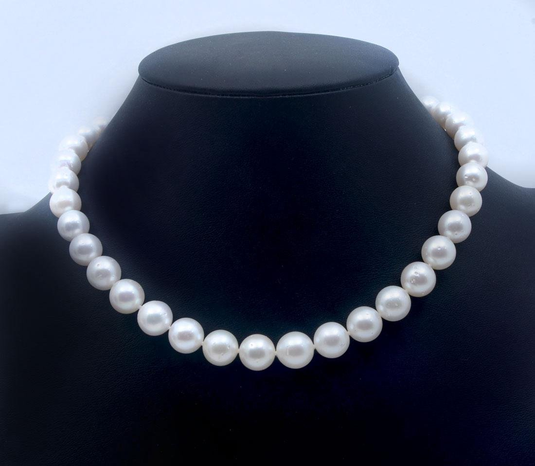 14K SINGLE STRAND OF SOUTH SEA CULTURED PEARLS