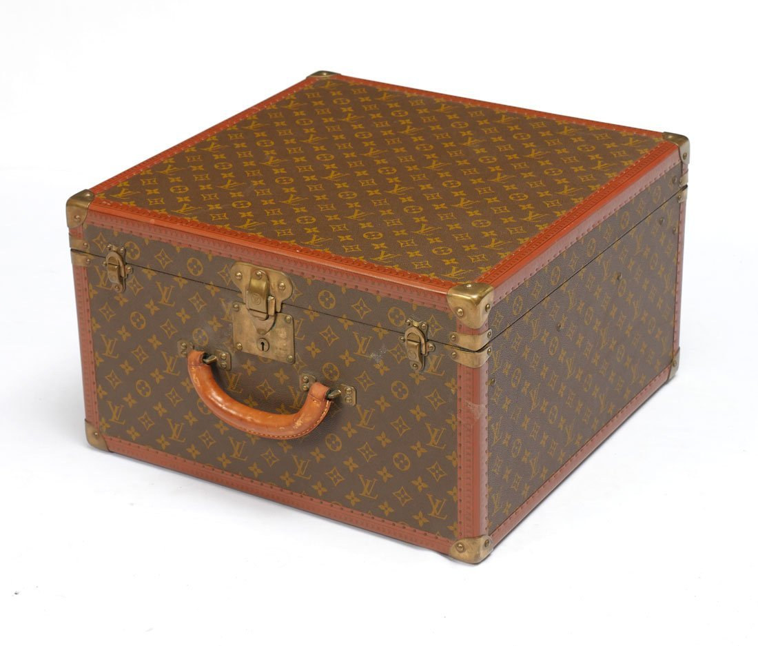 VINTAGE LOUIS VUITTON MONOGRAMMED HAT BOX