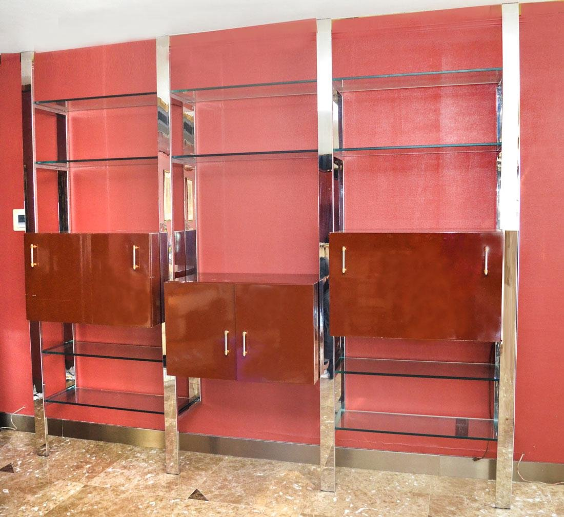 MODERNE CHROME AND GLASS WALL UNIT