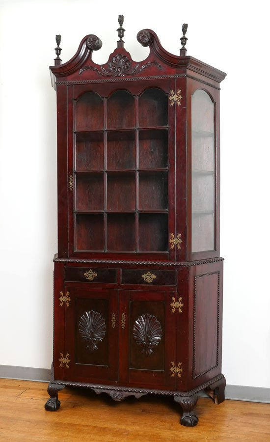 19TH CENTURY CHIPPENDALE STYLE CHINA CURIO CABINET