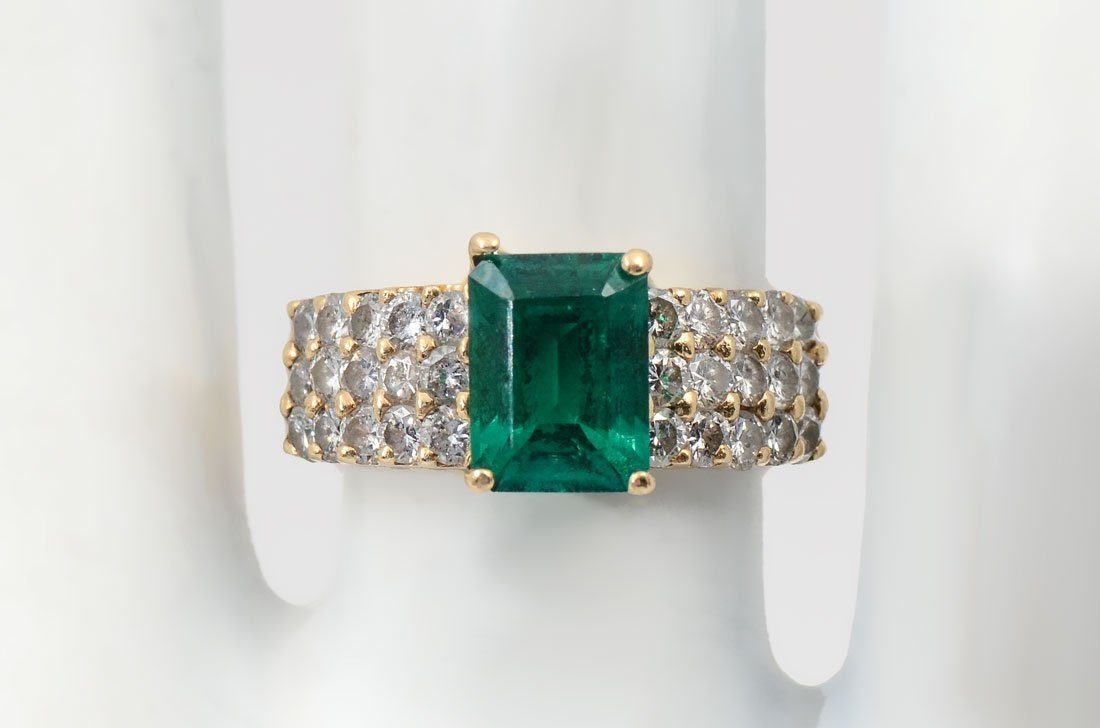 14K SYNTH. EMERALD & DIAMOND RING