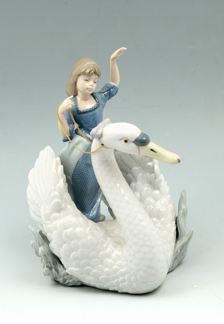 LLADRO SWAN AND THE PRINCESS 5705 FIGURINE