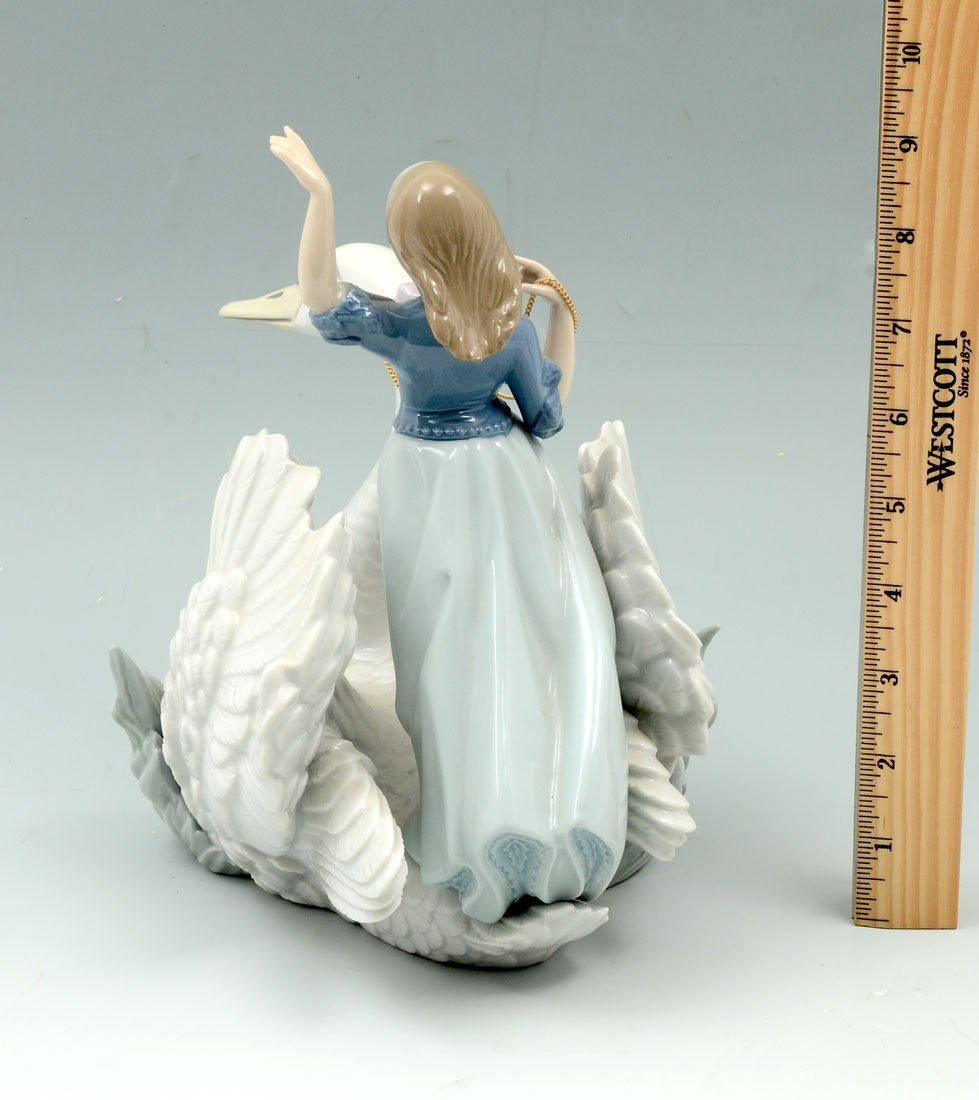 LLADRO SWAN AND THE PRINCESS 5705 FIGURINE - 2
