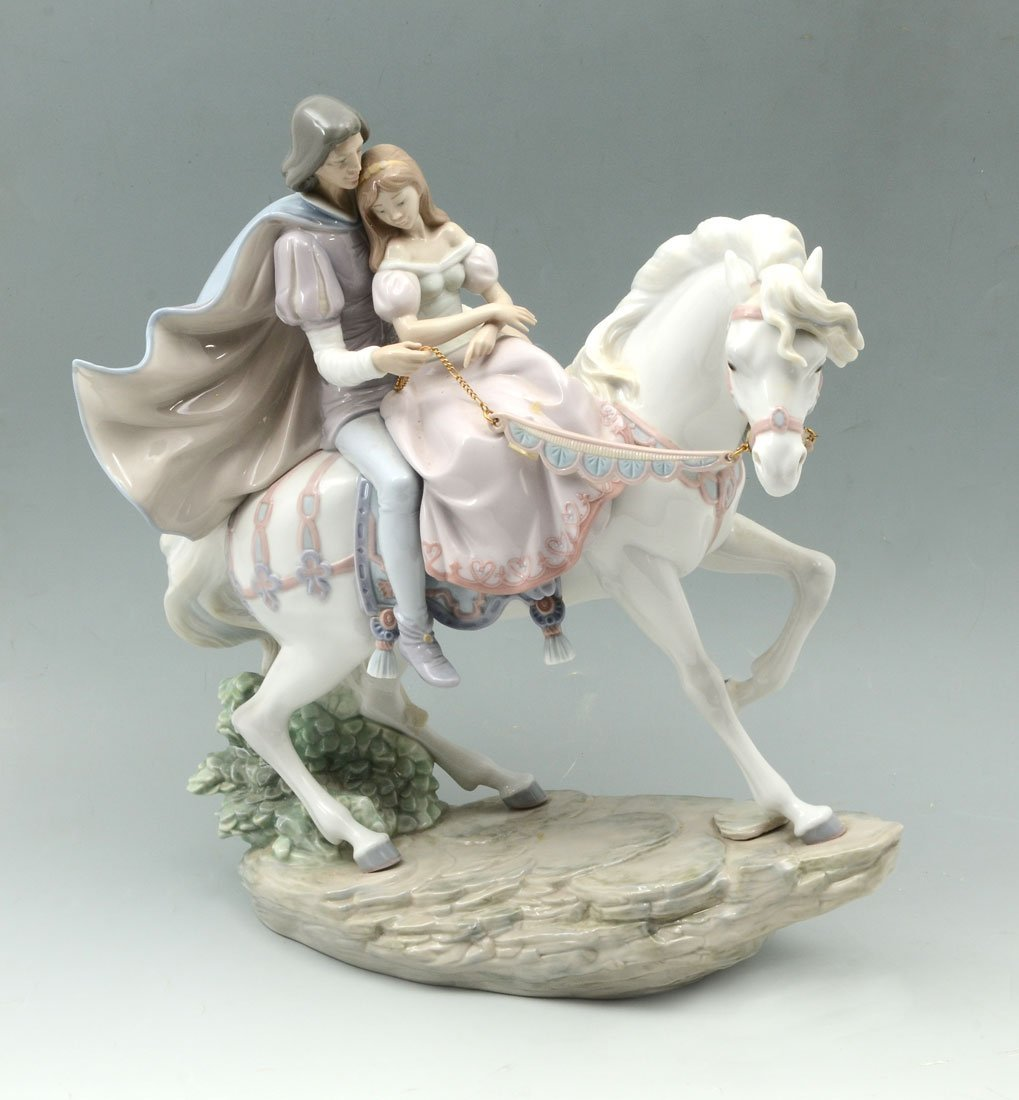 LARGE LLADRO LOVE STORY 5991 PORCELAIN FIGURINE