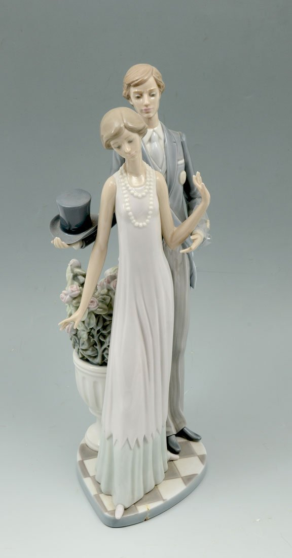 LLADRO HIGH SOCIETY 1430 PORCELAIN FIGURINE