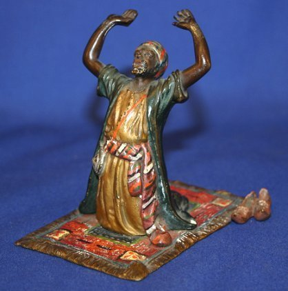 1009A: AUSTRIAN BRONZE OF PRAYING MAN