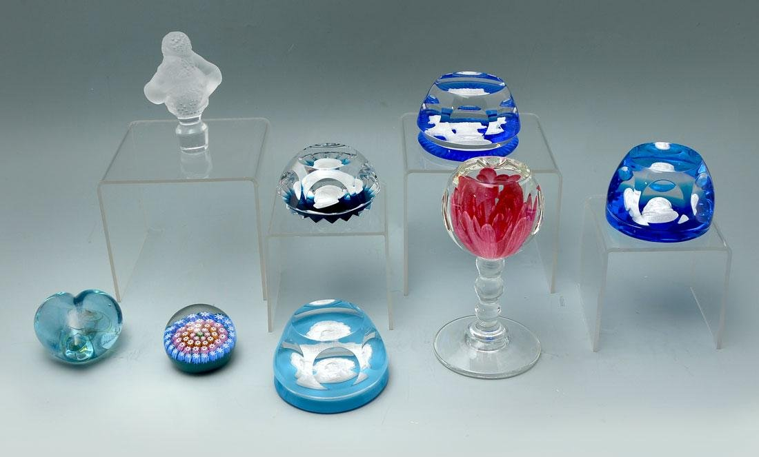 8 PIECE COLLECTION OF CRYSTAL & ART GLASS PAPERWEIGHTS