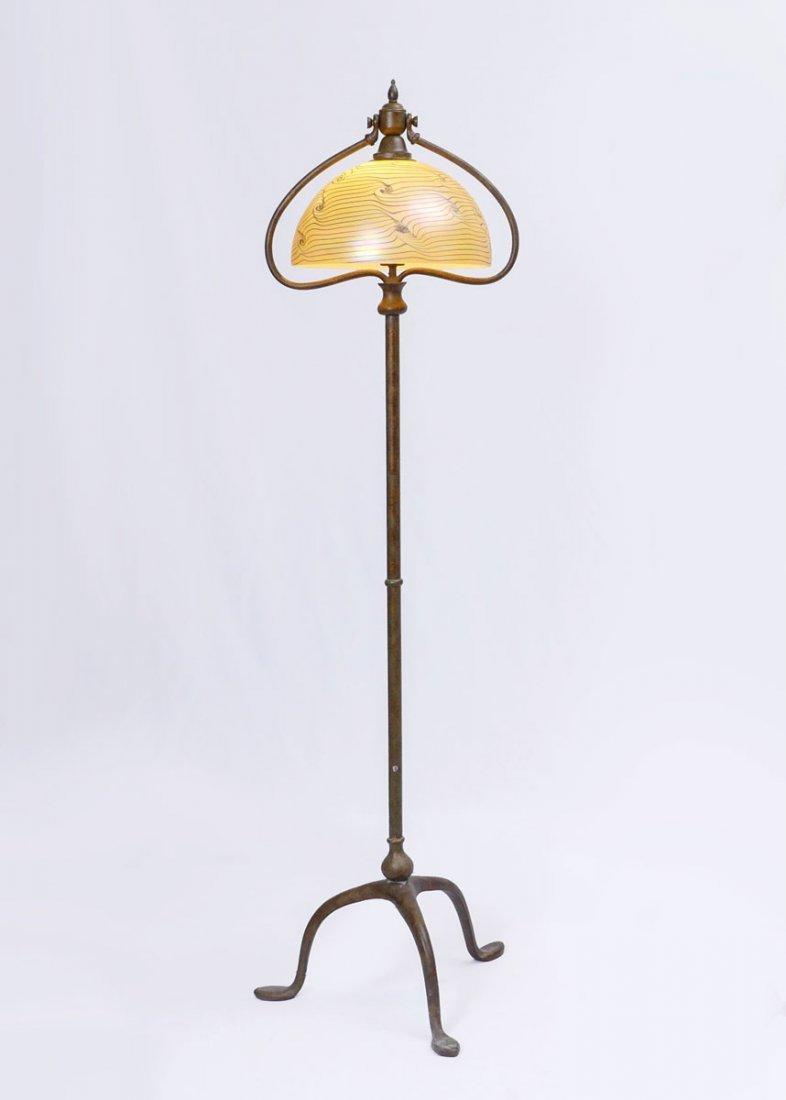 QUOIZEL ART GLASS FLOOR LAMP