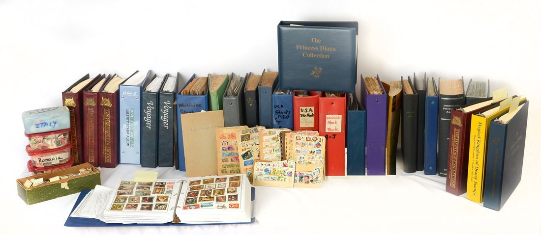 LARGE COLLECTION OF BOOKED AND LOOSE STAMPS