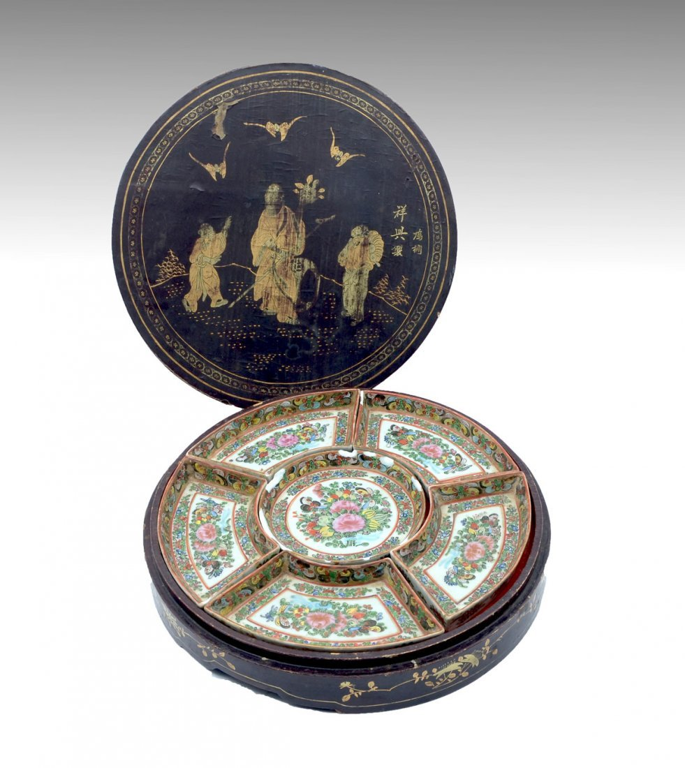 QING DYNASTY ROSE MEDALLION IN LACQUERED BOX