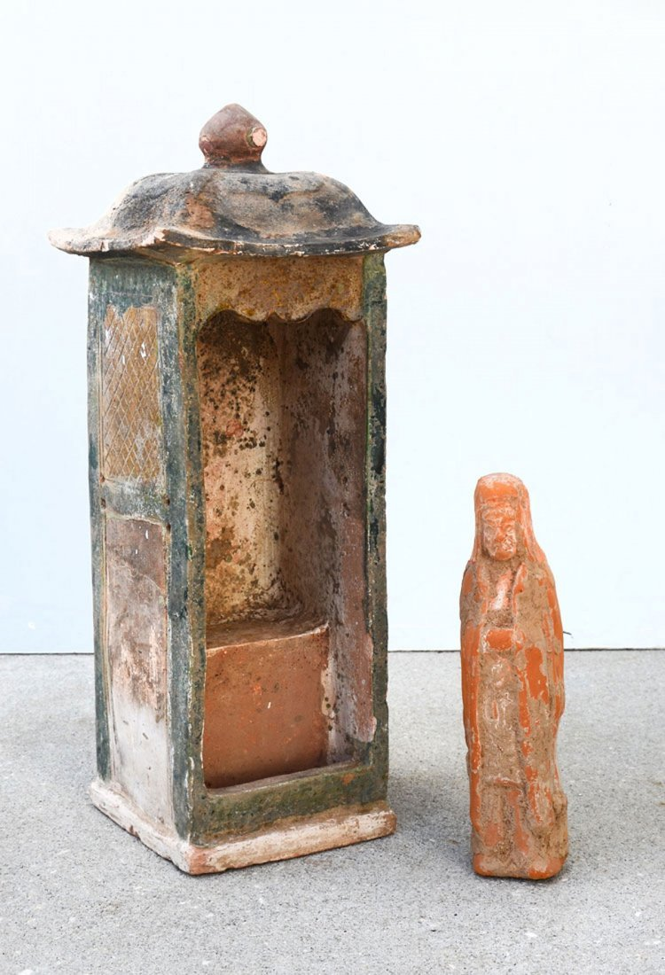 CHINESE TERRACOTTA TOMB EFFIGY AND ALTAR