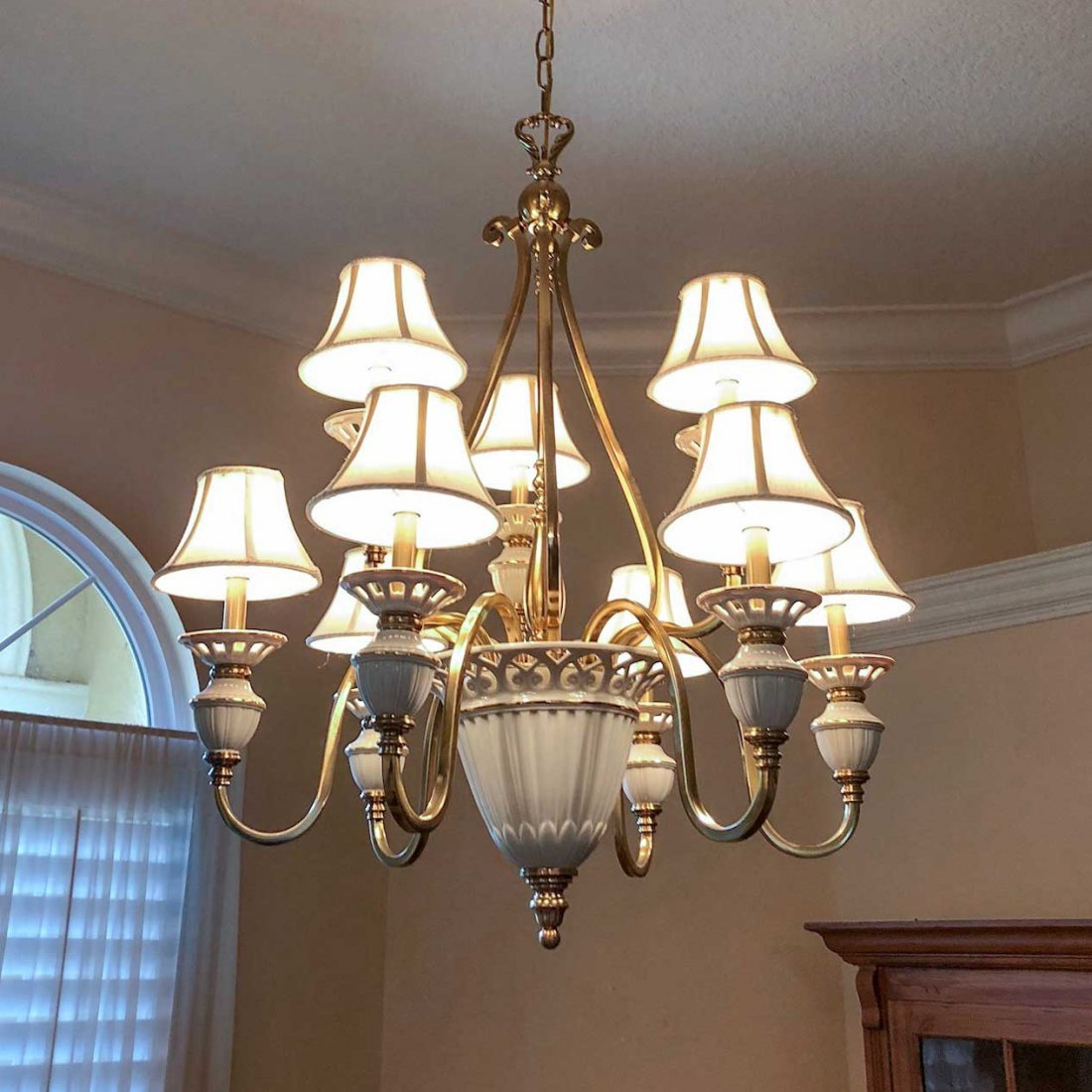 LENOX CERAMIC & BRASS 9-LIGHT CHANDELIER