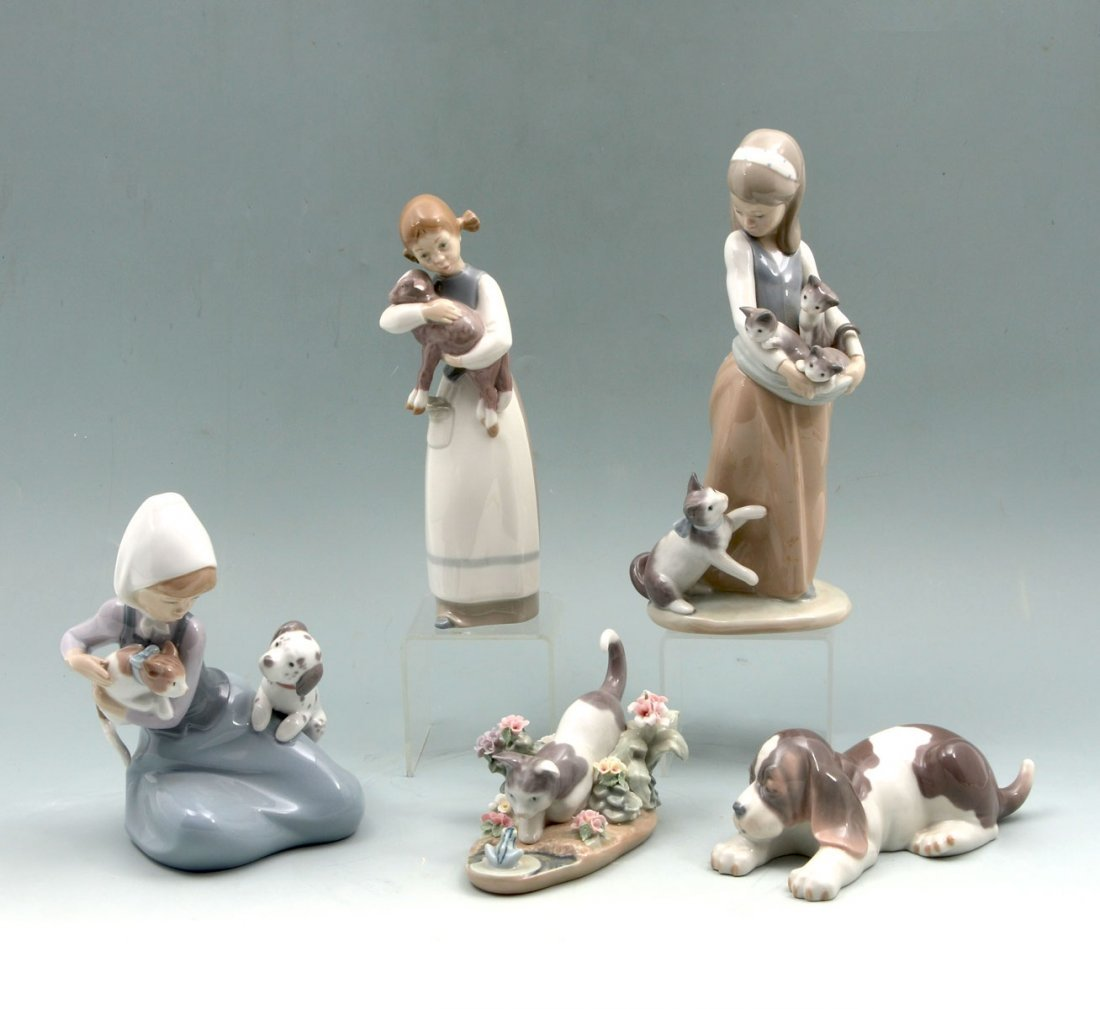 5 LLADRO FIGURINES