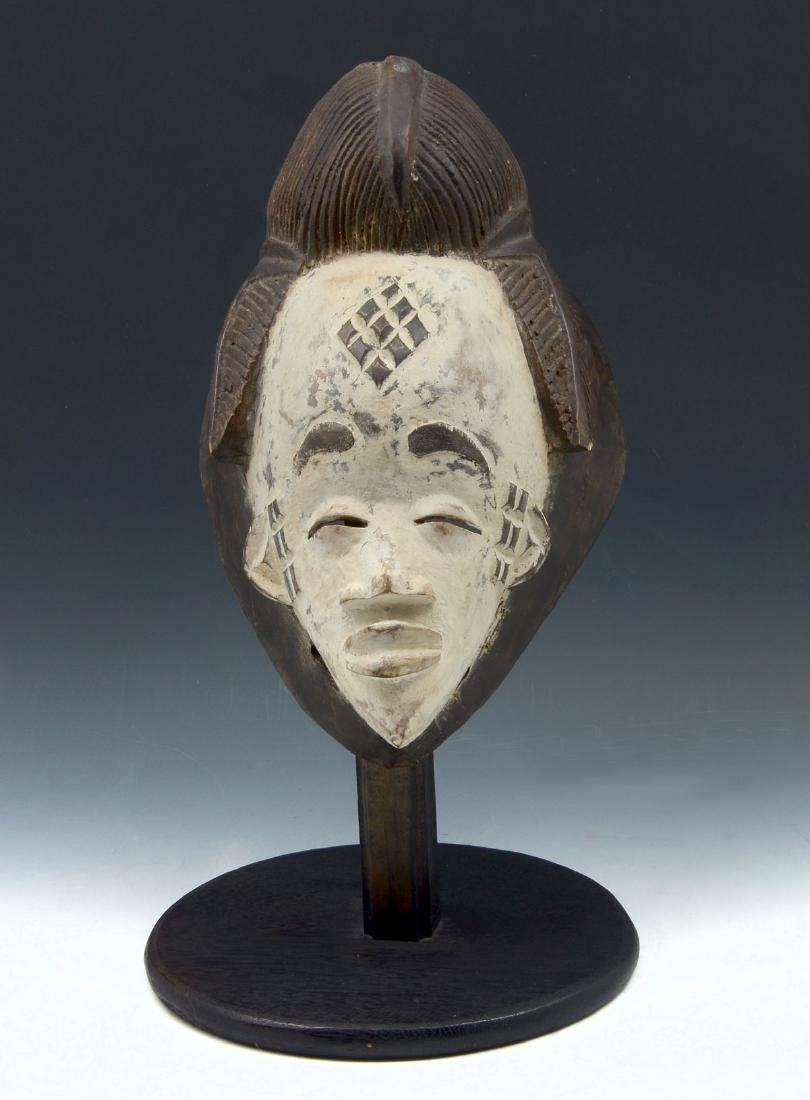 CARVED AFRICAN PUNU MUKUDJ MASK