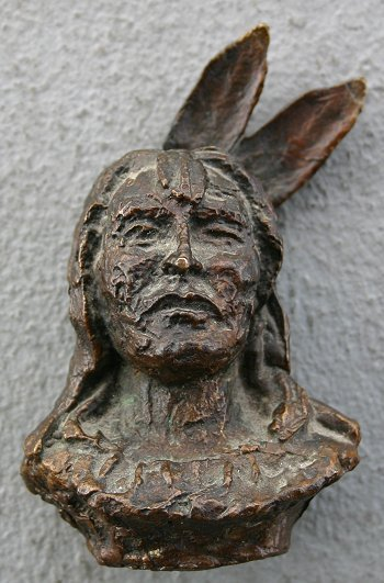 1014: EARLY AMERICAN INDIAN BRONZE BUST