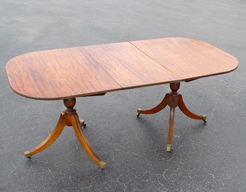 18: LATE 19th C OVAL MAHOGANY DINING TABLE
