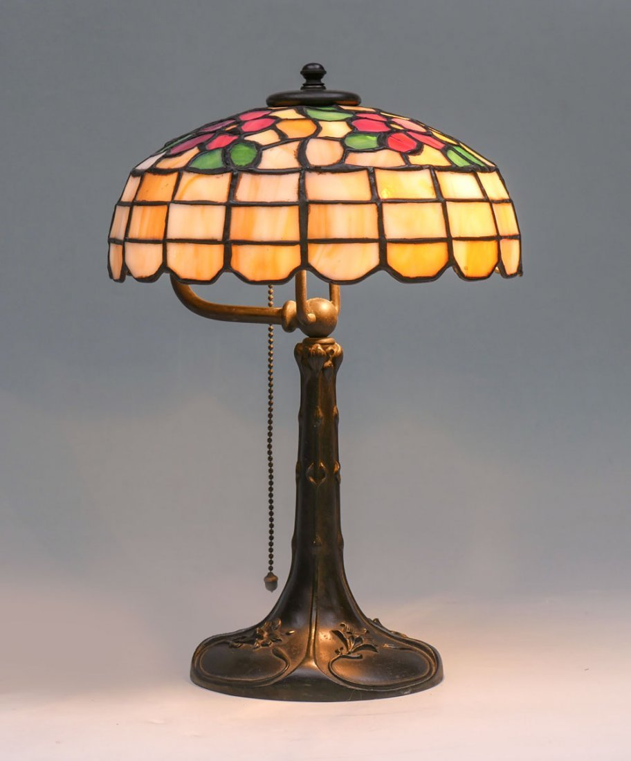 STAINED GLASS HANDEL STYLE ART NOUVEAU TABLE LAMP