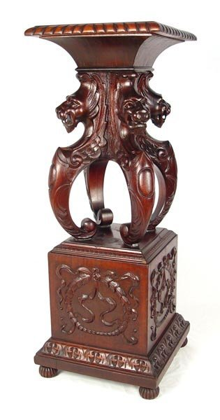 1017: HORNER QLTY  LION HEAD CARVED FERN STAND