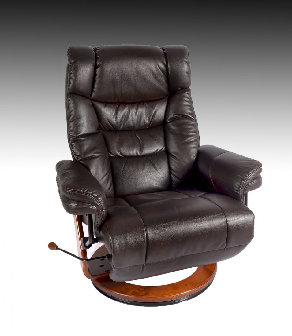 BENCHMASTER LEATHER RECLINING CHAIR