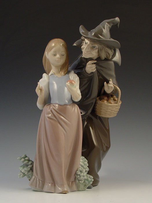 606: LLADRO SNOW WHITE WITH APPLE 5067 halloween witch