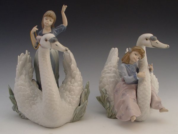 613: 2 LLADRO SWANS PRINCESS 5705 SONG 5704  retired