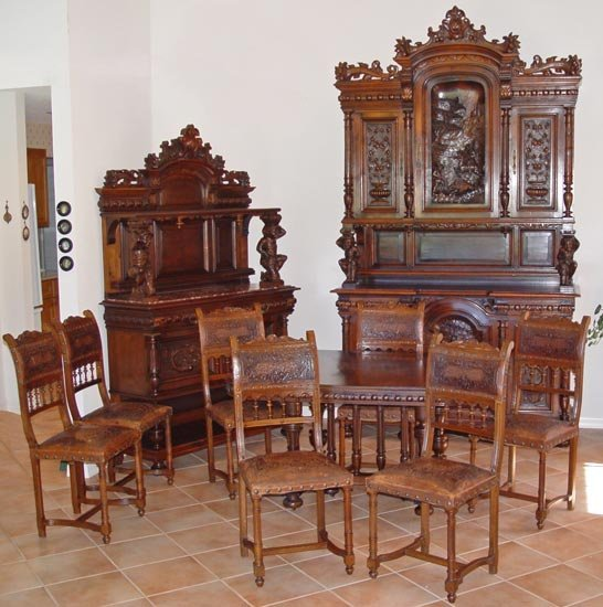 20: A GRAND HIGHLY CARVED FRENCH 11 PIECE DINING SUITE