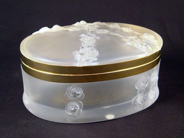 1002: FRENCH LALIQUE CRYSTAL COVERED BOX