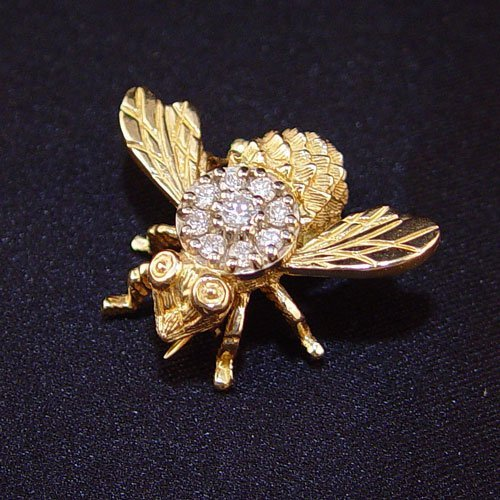 1013A: 14K GOLD & DIAMOND BUMBLE BEE FIGURAL PIN