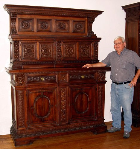 1008: PROFUSELY CARVED ITALIAN RENAISSANCE SIDEBOARD
