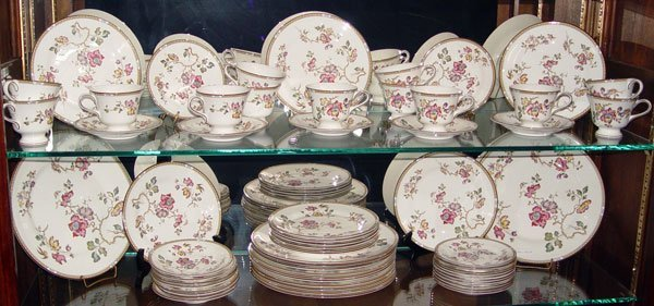 307: 61 PC WEDGWOOD SWALLOW FINE CHINA SERVICE FOR 12
