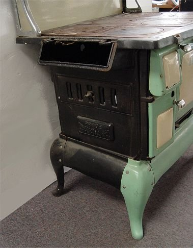 250A: JACOBS PRIDE PORCELAIN WOOD BURNING STOVE - 3